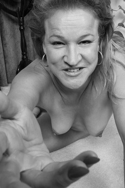 Nun welcher älterer Sexfreund will jetzt die XXX Mami anal poppen?