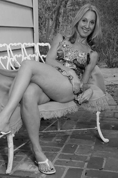 Nun welcher rasierte Partner könnte heute eine sexgeile Rubensfrau anal ficken?