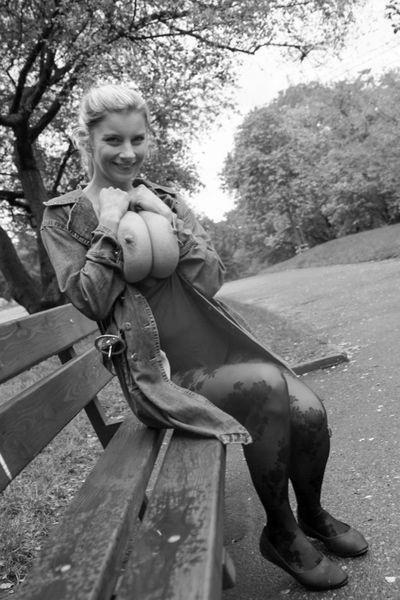 Nun welcher sexy Stecher möchte heute diese jung gebliebene Singlefrau von hinten vögeln?