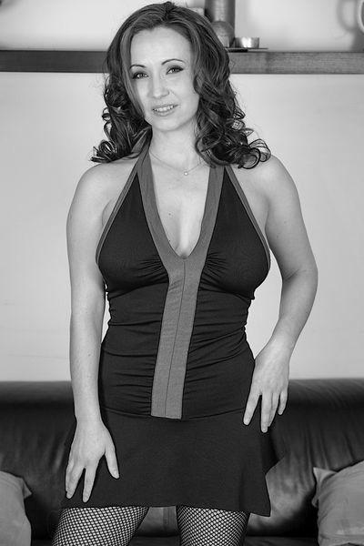 So welcher coole Verwöhner könnte die sexreife Rubensfrau bumsen?