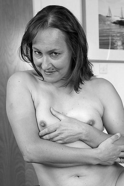 So welcher gepflegte Casanova möchte diese sexsüchtige Bumsbitch anal bumsen?