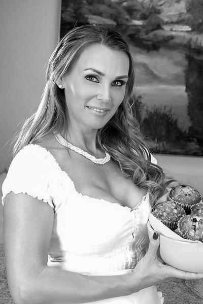 So welcher gesunde Womanizer würde mal die selbstständige Rubensfrau bumsen?