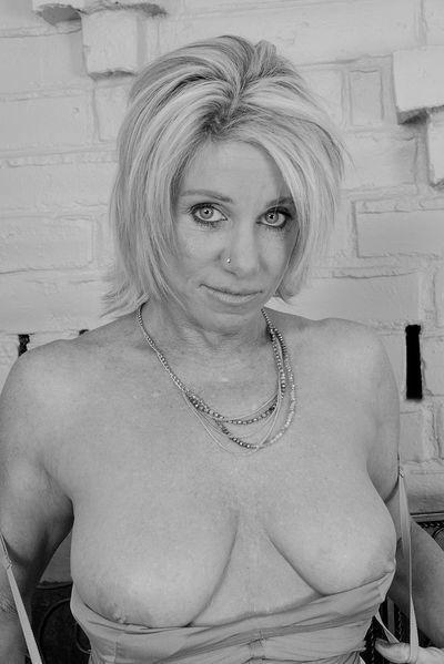 So welcher gut gestellte Womanizer möchte heute die sexhungrige Granny pimpern?