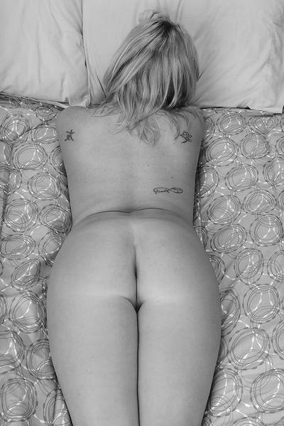 So welcher schöne Sexfreund will sofort eine reife Fickoma von hinten bumsen?