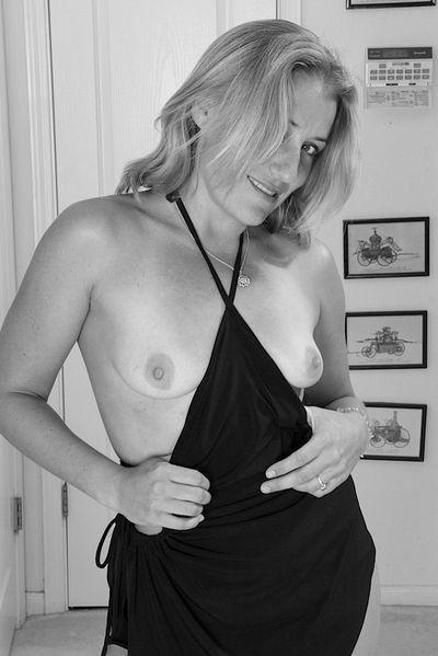 Welcher attraktive Lover würde gerne eine etwas ältere Schlampe von hinten bumsen?