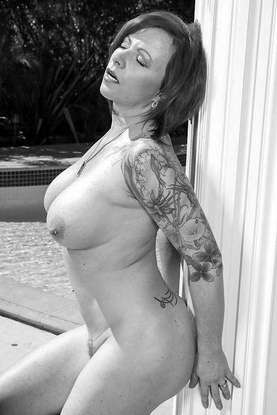 Welcher attraktive Macho kann gerne eine nackte Fickfrau lecken?