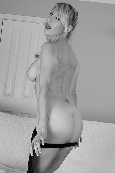 Welcher bärtige Womanizer kann heute diese FKK liebende Schnitte rannehmen?