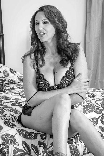 Welcher gut riechende Partner möchte mal eine schwanzgeile Eheschlampe anal poppen?