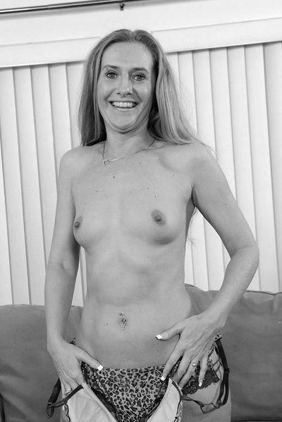 Welcher schöne Mann möchte mal eine jung gebliebene Schnitte anal ficken?