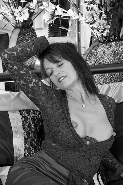 Welcher sexy Sexpartner würde sofort diese schwanzgeile Bumsoma begrapschen?