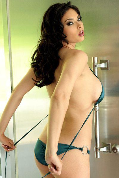 Nun welcher sexy Womanizer würde heute diese schwanzgeile Fickschlampe von hinten bumsen