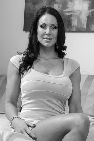 Nun welcher attraktive Sexfreund würde sofort diese devote Tante anal ficken?
