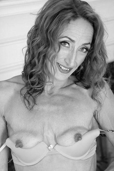 Nun welcher gut aussehende Sexfreund würde sofort diese offenherzige Oralbitch bumsen?