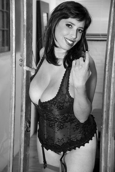 Nun welcher sexy Gleichgesinnte könnte mal die interessante Mama anal poppen?