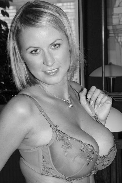 So welcher gut angezogene Liebhaber will jetzt eine tabulose Fickfrau ficken?