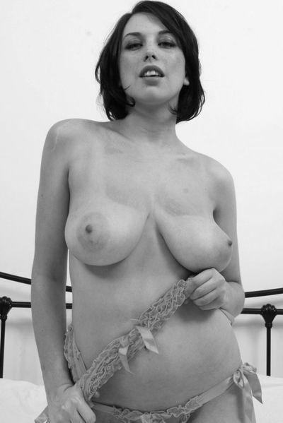 So welcher normale Gleichgesinnte möchte gerne die sexgeile Hausmutti anal bumsen?