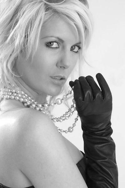 Welcher große Casanova möchte jetzt eine zuverlässige Witwe befummeln?