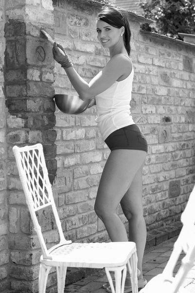 Welcher schlanke Gleichgesinnte kann diese interessante Mama durchnudeln?