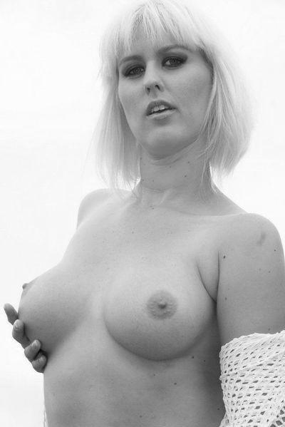 Welcher sportliche Verwöhner will jetzt dieses interessierte Rubensfrau anal ficken?